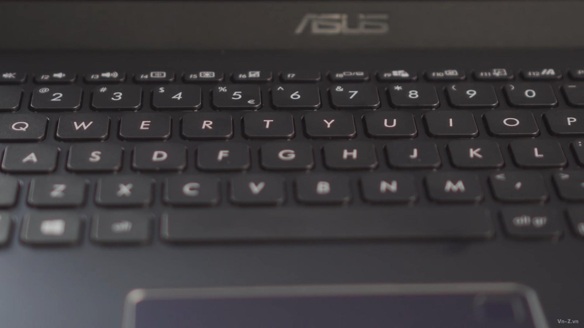 expertbook p1 keyboard 1